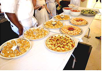 A delicious and eye captivating              spread provided by Metro City Wings Catering at P. Diddy's All White 4th of July              event.